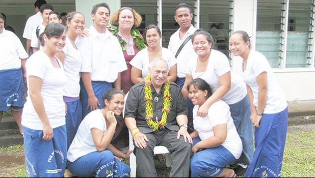 Faleomavaega with Sia Figiel and Iakina Students [courtesy photo]