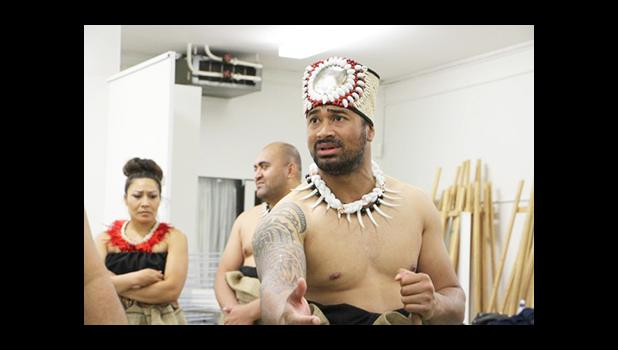 Photo: Tavai Faasavalu rehearses lines in front of other members of the troupe. (ABC: Jarni Blakkarly)