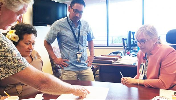 Amata discusses veterans' health services and planning with Director Jennifer Gutowski in a visit to Tripler Center in Honolulu.  [courtesy photo]