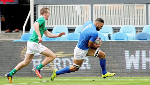Jacob Ale scores the first try for Manu Samoa in their 10-5 victory over Ireland 7s at the SiliconValley 7s, Avaya Stadium, San Jose, California, USA. [Photo: Barry Markowitz]