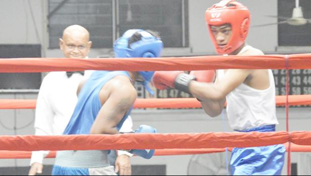 Keach Tanoa (right) of American Samoa defeated Iosefa Folasi (left) of Samoa in the last of the amateur bouts in this year's Flag Day 2017 Boxing Championship between the two Samoas. [photo: AF]