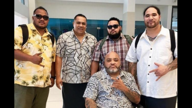 Memories: Mailo Ben Vai (second from left) with Fiji and other artists. (See video at bottom of page.)  [photo: Samoa Observer]
