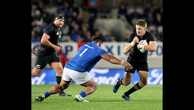 Viliamu Afatia on defense, first half.The New Zealand All Blacks defeated Manu Samoa 15s 78-0 at Eden Park, Auckland, New Zealand.   [Photo: Barry Markowitz]