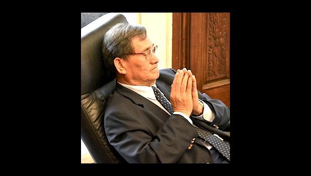 Le afioga i le ali'i Senatoa ia Magalei Logovi'i  [ata AF]
