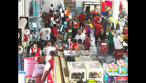 Crowds at Ace Black Friday sale 2018.