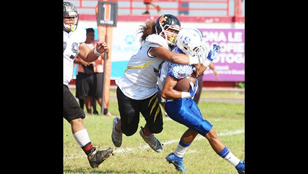 Koa Leama of Nu'uuli devoured John Uga'itafa behind the line of scrimmage for a huge loss on a quick receiver pass play. Leama read this one, and came in for the stop in the second quarter of their JV game last Saturday morning.  [photo: TG]