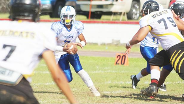 Jr. Tanielu of the Sharks scrambling with the ball after not finding an open receiver - one of the most vulnerable times for any defensive unit. Tanielu is one of the most dangerous running quarterbacks in the ASHSAA league. [photo: TG]