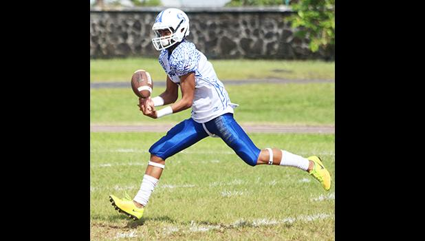 Fitu Amata catching the opening touchdown pass of the game, early in the first quarter of their match up against the Nu'uuli Wildcats last Saturday morning at the Veterans Memorial Stadium. Amata led the Sharks to a 28-2 victory over the Wildcats.  [photo: TG]