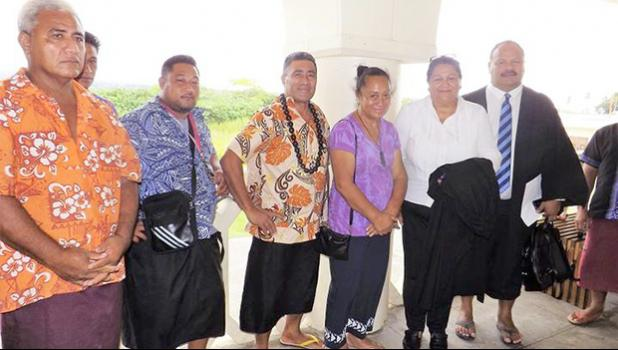 Members of the Saeni Lemalu family who support the lease holder