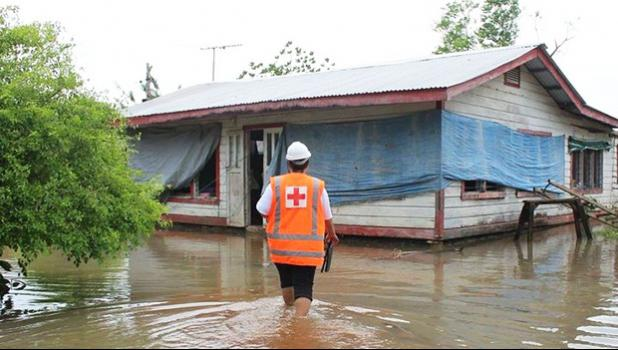 Red Cross staff checking on people flooded out in Samoa. [Photo: Twitter @IFRCAsiaPacific]