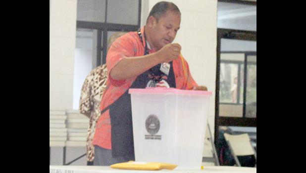 An election official at the Ili'ili polling station