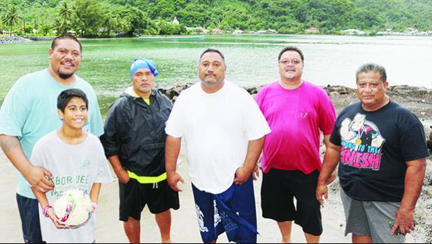 Le Afioga i le Utaife'au ia Leonard Sonoma (center) and committee members of the Paepaeulupo'o II from the village of Aua – posing for a Samoa News group photo in front of their – 'Faleva'a' – yesterday evening. Uta'ife'au will be taking the helm of the Paepaeulupo'o II again for the 2017 Flag Day Fautasi Regatta. [photo: TG]