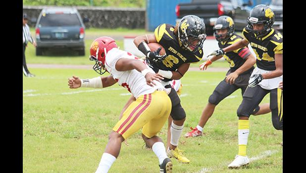 Justin Isileli (6) of the Nu'uuli Wildcats returning the opening kick-off
