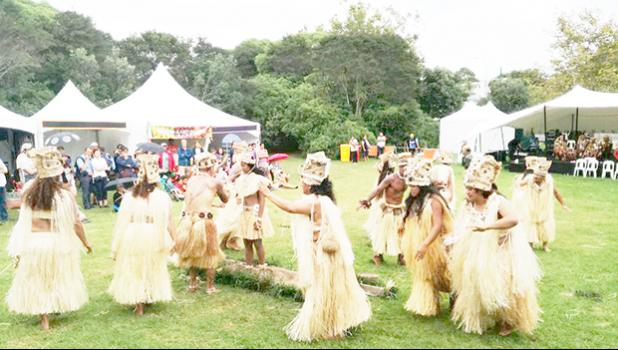Traditional Tahitian dancing at the Tahiti village at Pasifika Festival 2017. [Photo: RNZ/ Koroi Hawkins]