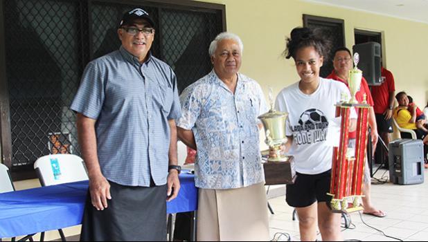 Pule Sagote (far right) of Ilaoa & To'omata receives the women's 2018 FFAS National League trophy