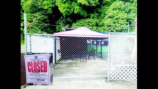 Le Fonuea eatery with closed sign