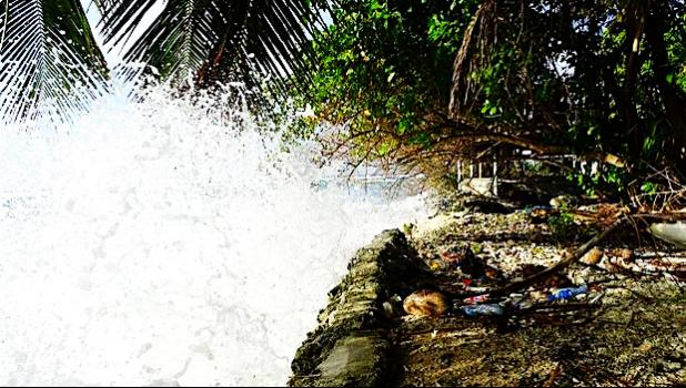High tides in Marshall Islands in March 2016 hit a seawall.  [Photo: RNZI/Giff Johnson]