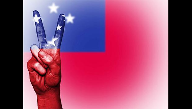 Hand showing the international symbol for peace, decorated in the national colors of Samoa. Flickr page of Public Domain Photography (CC BY-NC-SA 2.0)