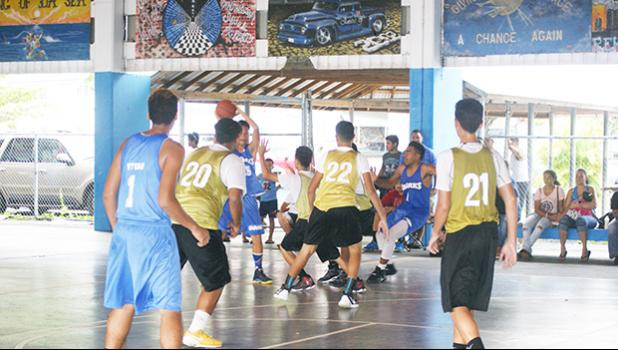 Samoana Sharks player #25 Josh Fuimaono setting up the play to help the Sharks maintain their lead against Marist Crusaders last Saturday at the Samoana High School gym. They won the title — JV Basketball champions — for the second-straight year.  [photo: Ese Malala]