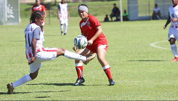 Susanna Lutali makes a pass with a New Caledonia opponent