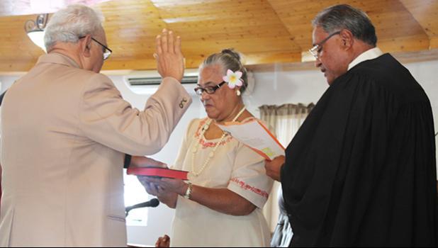 Chief Associate Judge, Mamea Sala Jr., (far right) administering the oath of office during a brief swearing in ceremony yesterday for Sauitufuga Masefau Pita Suiaunoa (far left-back to camera), as the new senator for Alataua county, while Sauitufuga's wife, Taumaoe Lafaele Suiaunoa, holds the Bible.   [photo: FS]