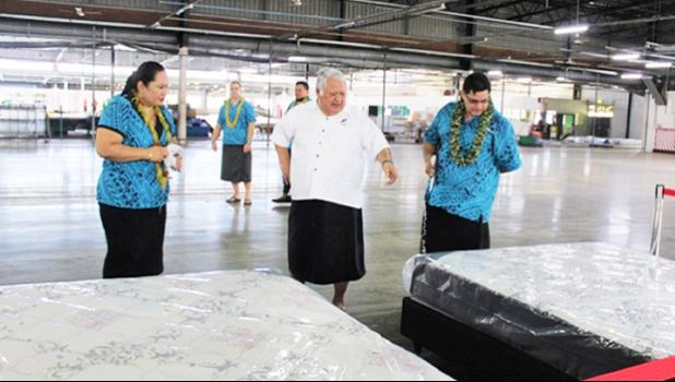Prime Minister Tuilaepa flnaked by SSAB's owner Fiti Leung Wai, the brainchild behind Sleepwell Interantional. [Samoa Planet]