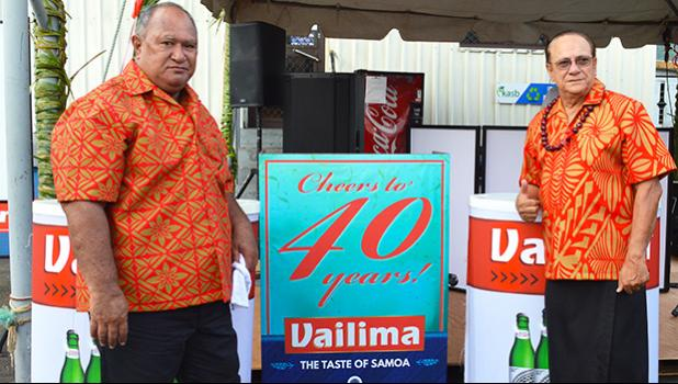 "Latu Kupu and Afa Young showing off ""Vailima, Samoa's Own Beer"" special signage"