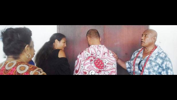 King Faipopo with his back to his supporters, seeks an explanation from his lawyer Josephine Sapolu