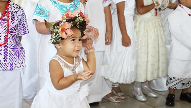 A little girl performing her White Sunday siva
