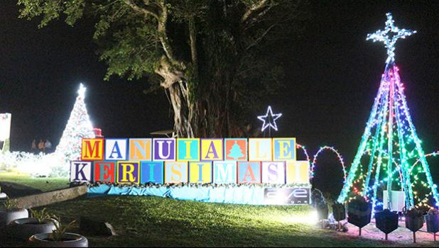 Chritmas lights and decorations at Aoloau