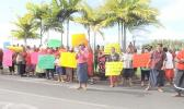 People protesting at the Samoa Supreme Court