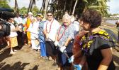 Samoa PM and helping hands haul submarine cable ashore [Photo: RNZI/Autagavaia Tipi Autagavaia]